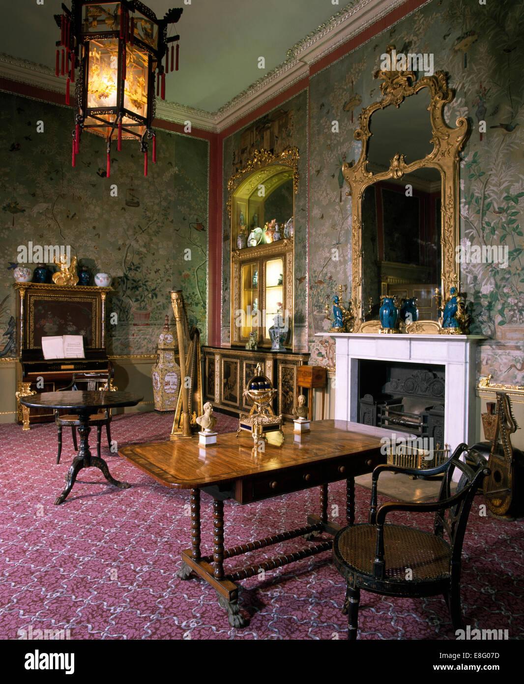 Herrenhaus Möbel antike möbel und laterne im alten altmodischen herrenhaus salon