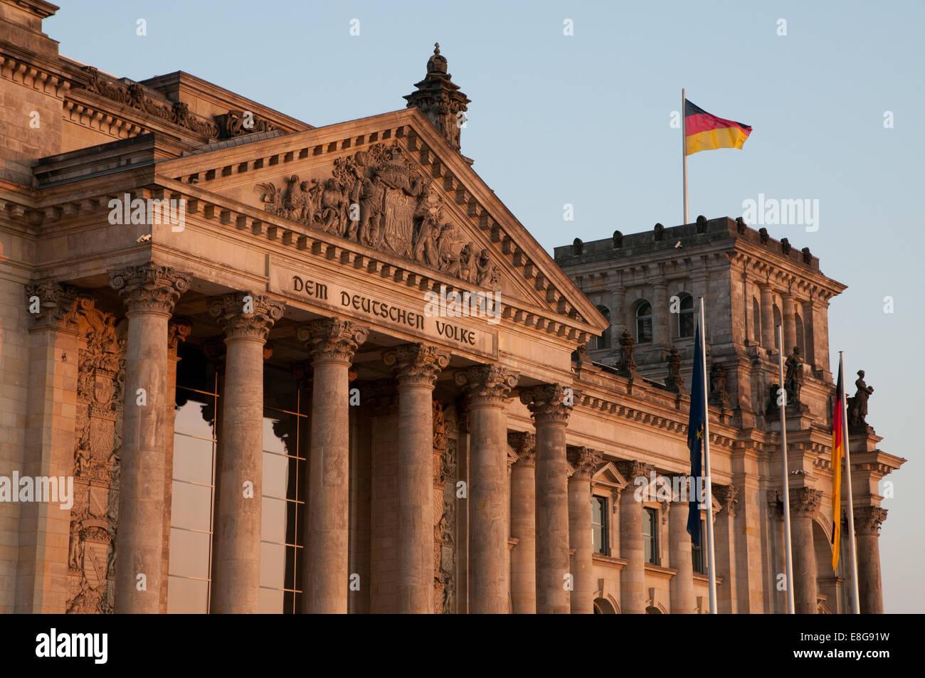 Berliner Reichstag Parlamentsgebäude bei Sonnenuntergang Stockbild