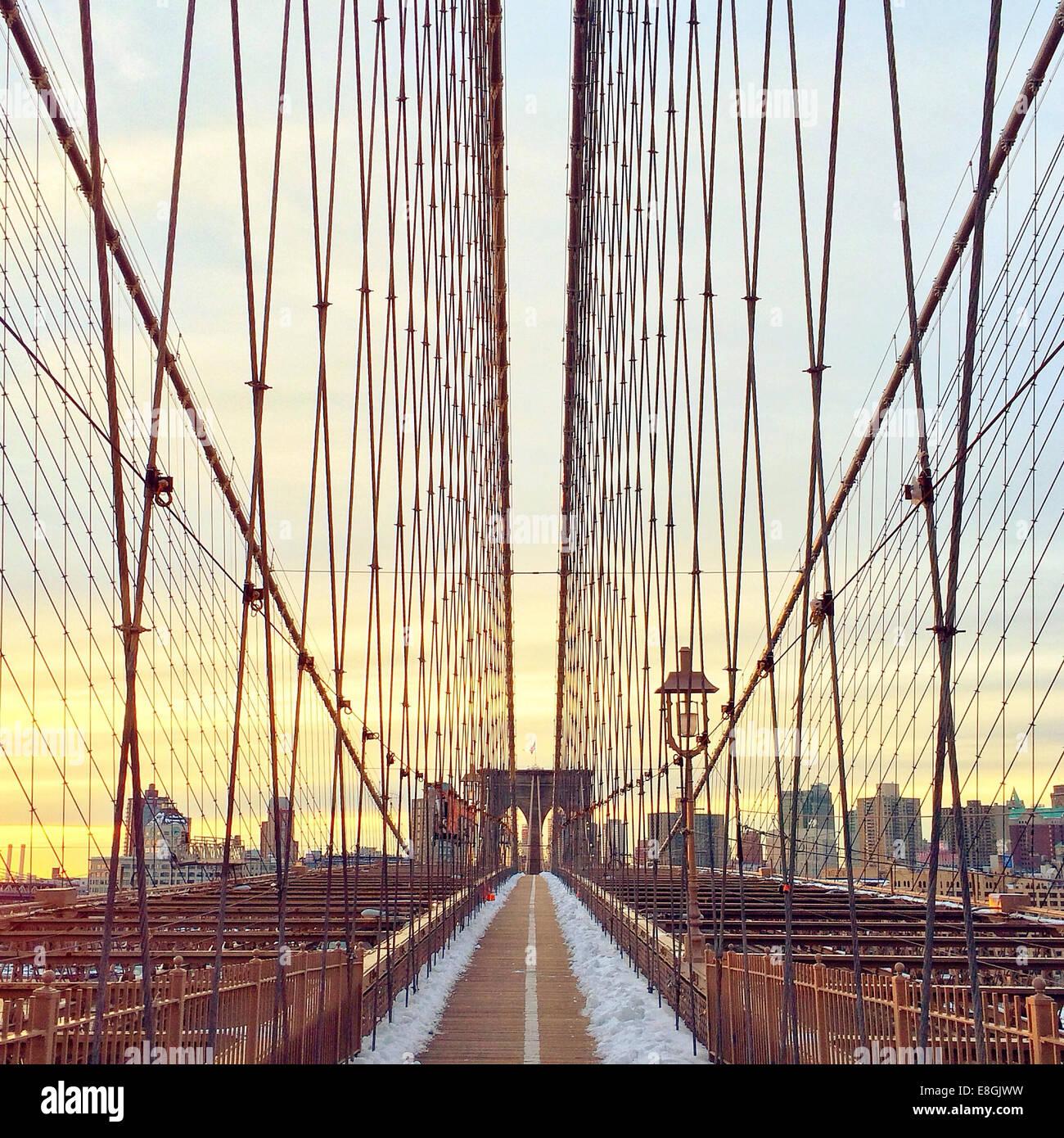 Brooklynbrücke bei Sonnenuntergang, New York, Amerika, USA Stockbild