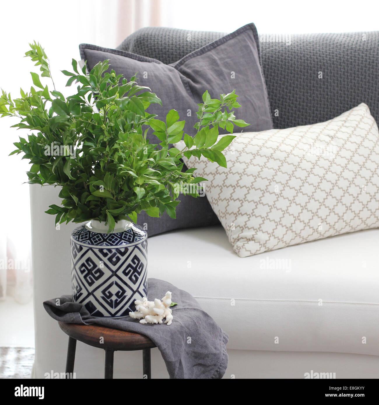 Couch stockfotos couch bilder alamy for Couch beistelltisch