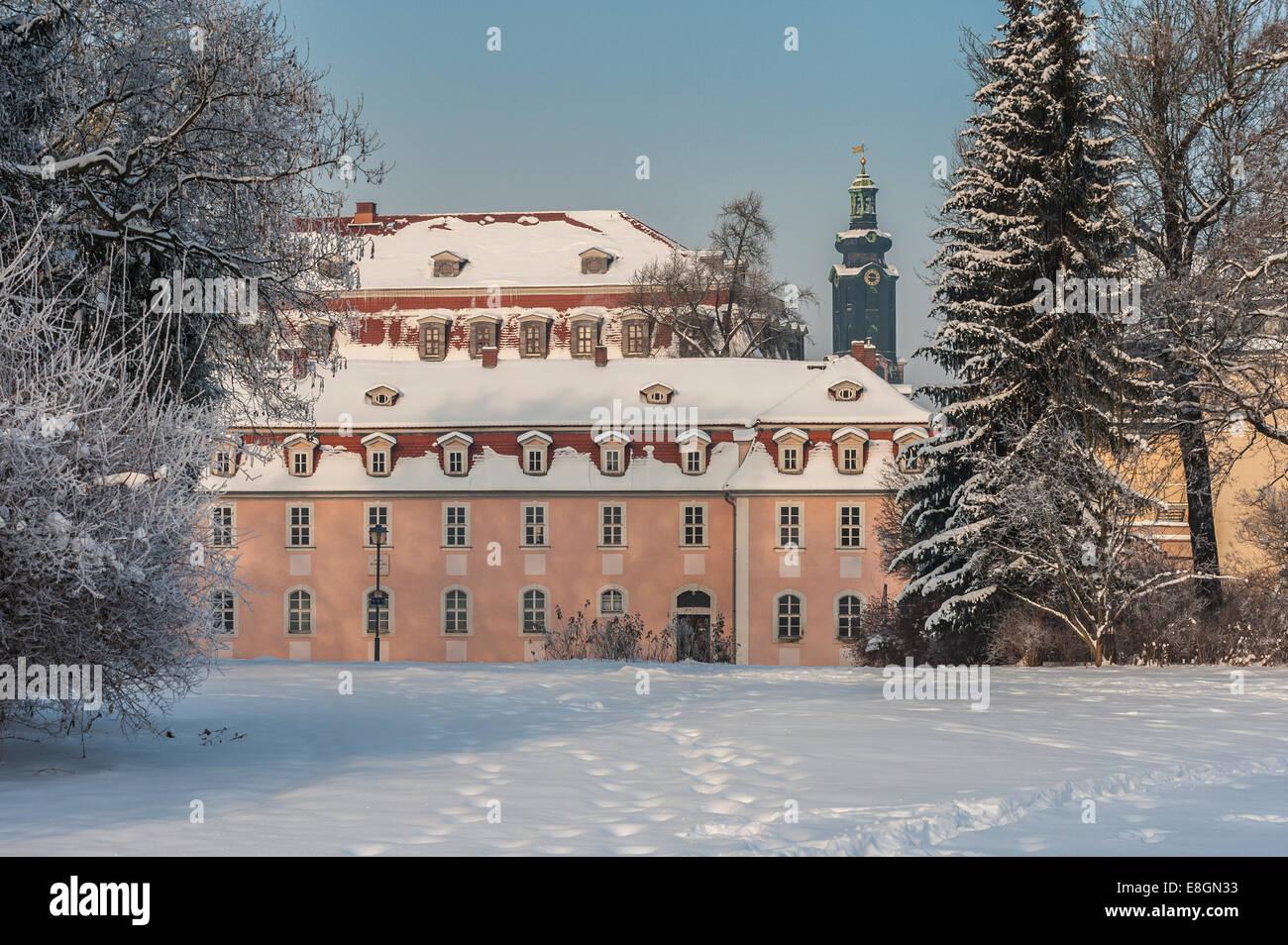 Charlotte von Stein?s Haus im Winter, Turm des Schlosses auf der Rückseite, Park an der ILM, UNESCO-Weltkulturerbe Stockbild