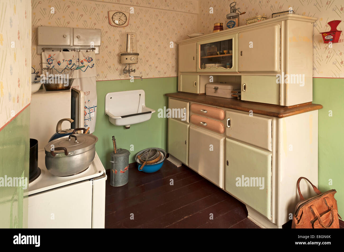 Kitchen 1950s Stockfotos & Kitchen 1950s Bilder - Alamy