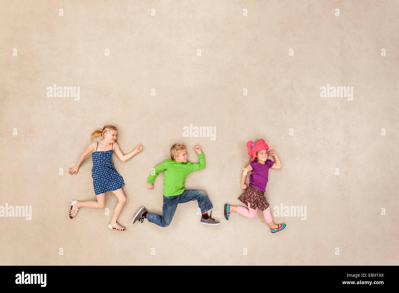 Kinder fangen spielen Stockbild