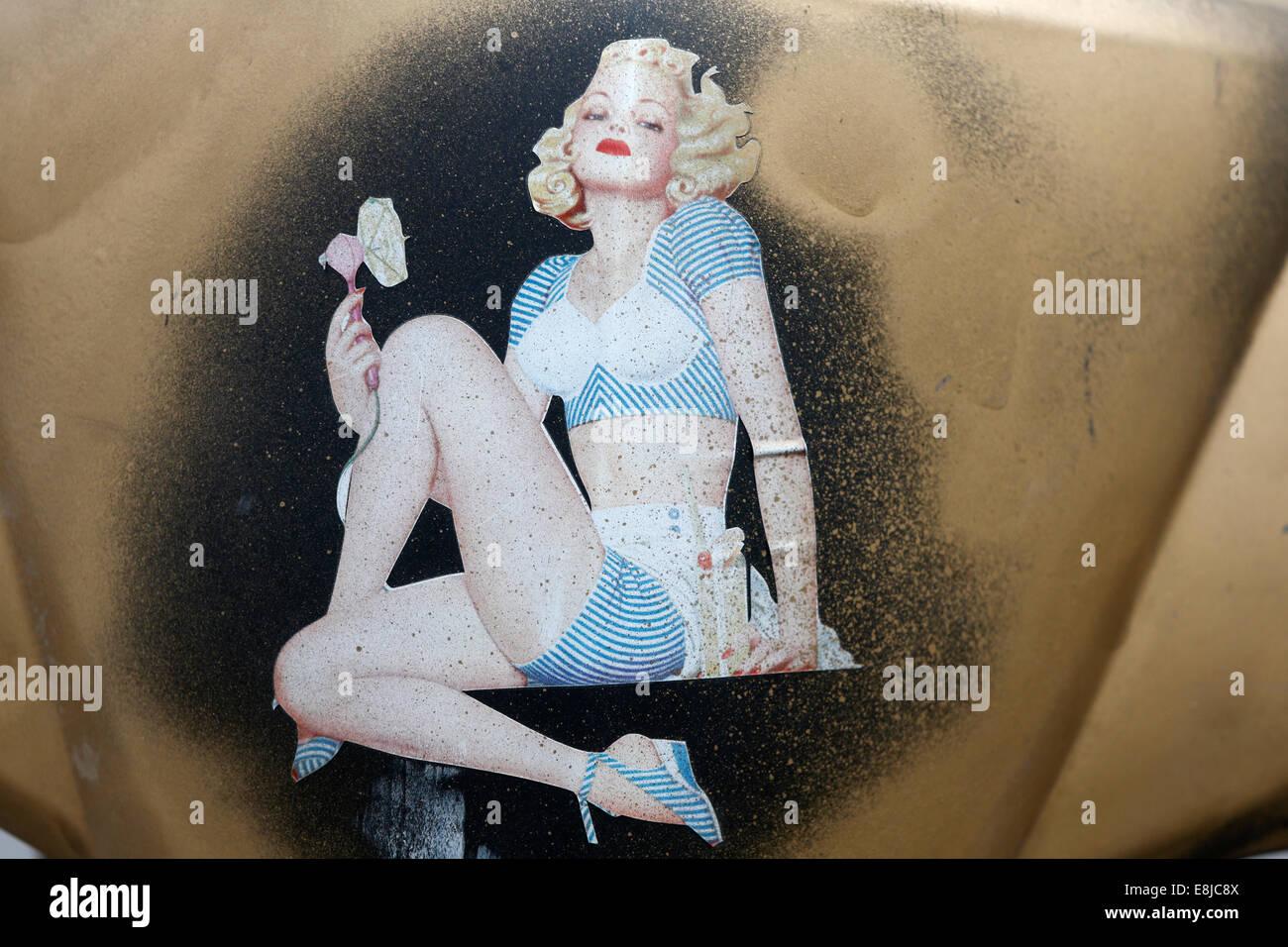 Aufkleber eines Pinup-Mädchen in den 50er Jahren. Stockbild