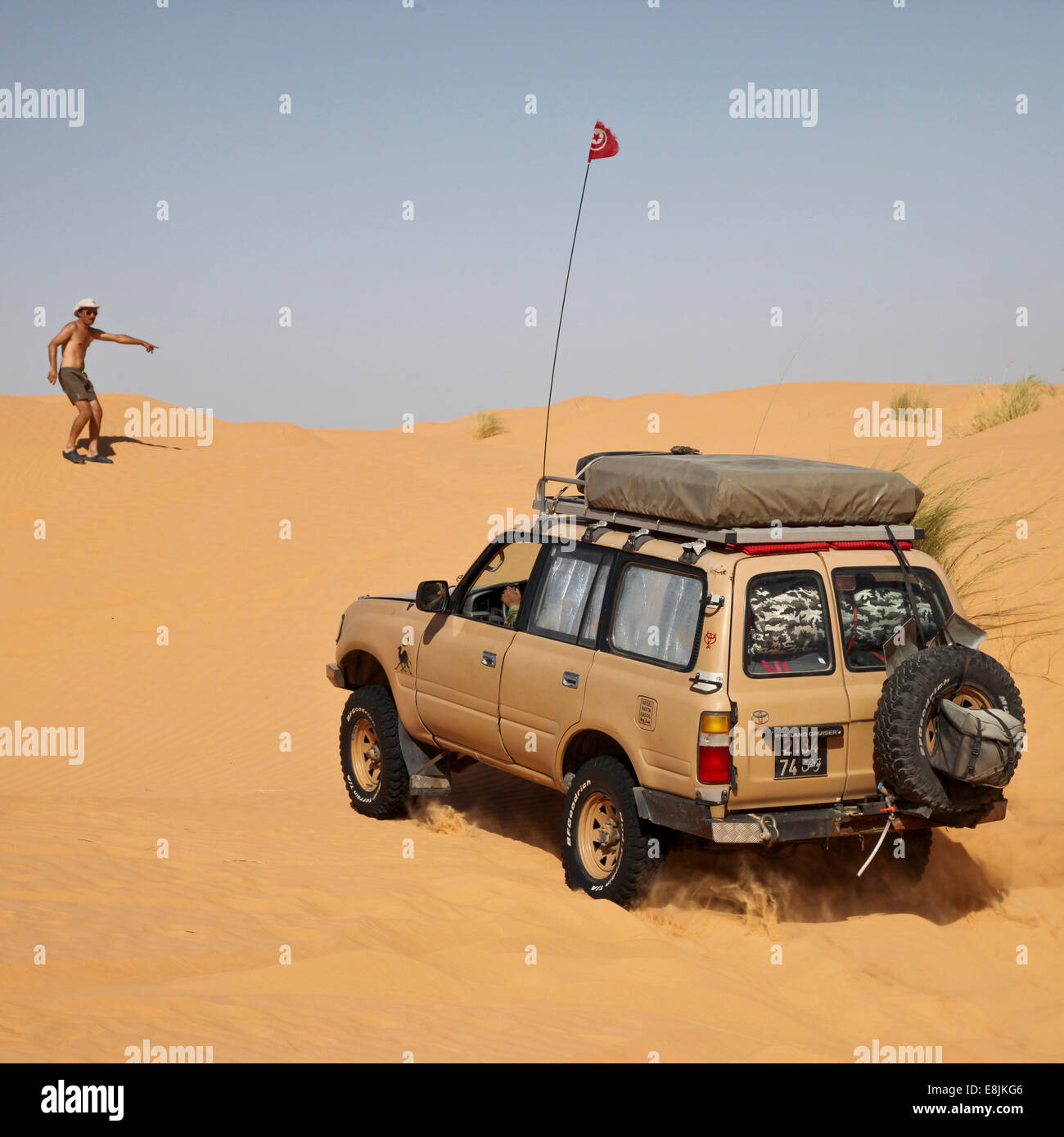 Fahrzeug in der Wüste. Stockbild