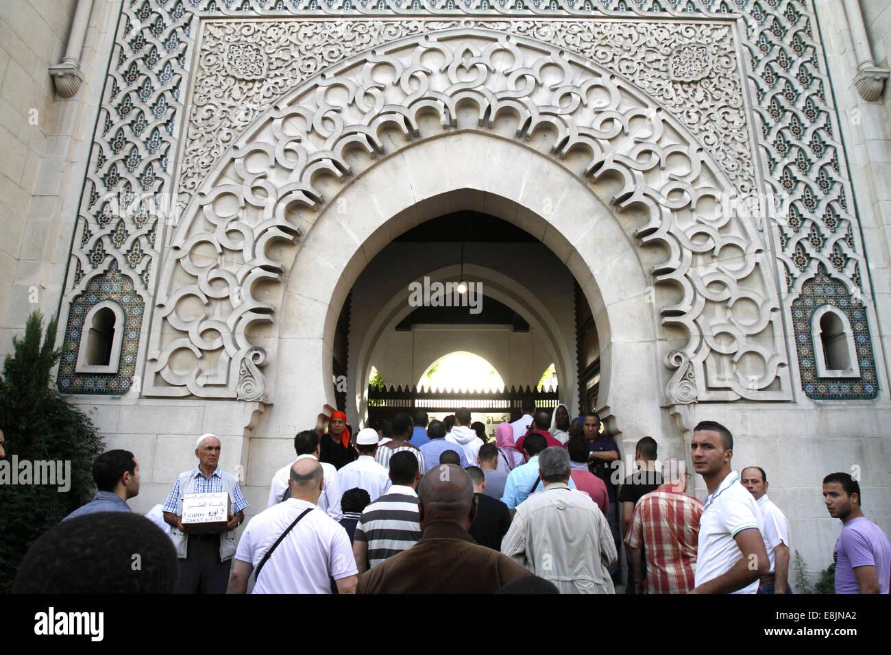 Muslime in die große Moschee von Paris auf A•d El-Fitr fest. Stockfoto