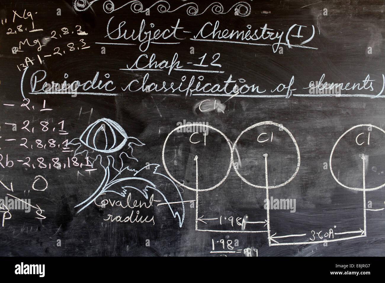 Sandipani Muni High-School. Chemieunterricht Stockbild