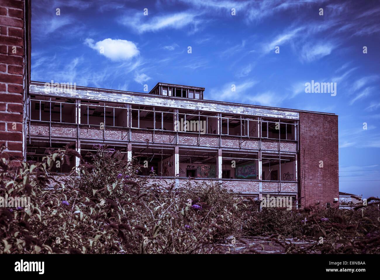 Aus Rotem Backstein Und Beton Burogebaude Ohne Fenster Verlassenen