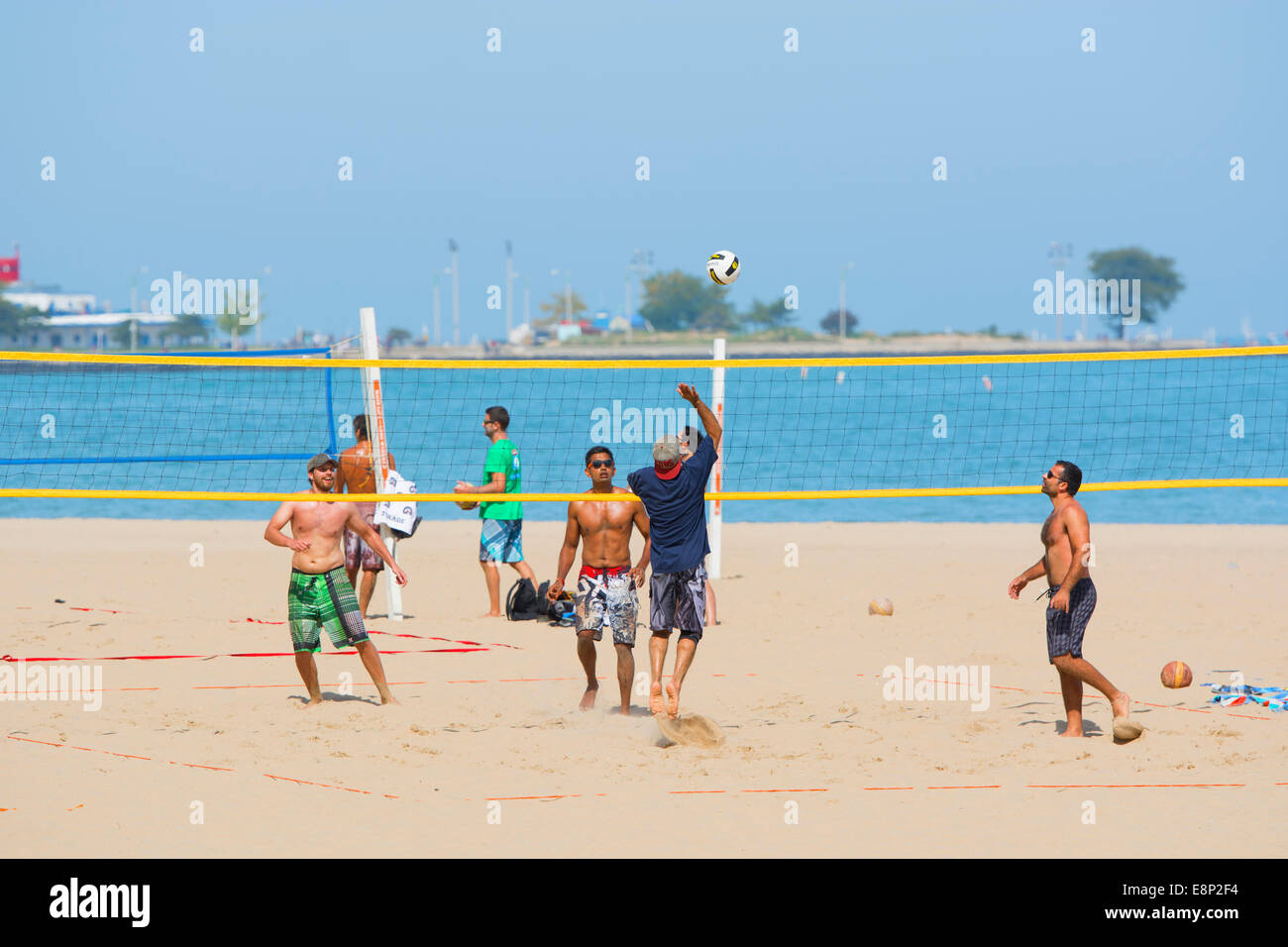 Beach-Volley-Ball, Chicago Oak Street Beach Stockbild