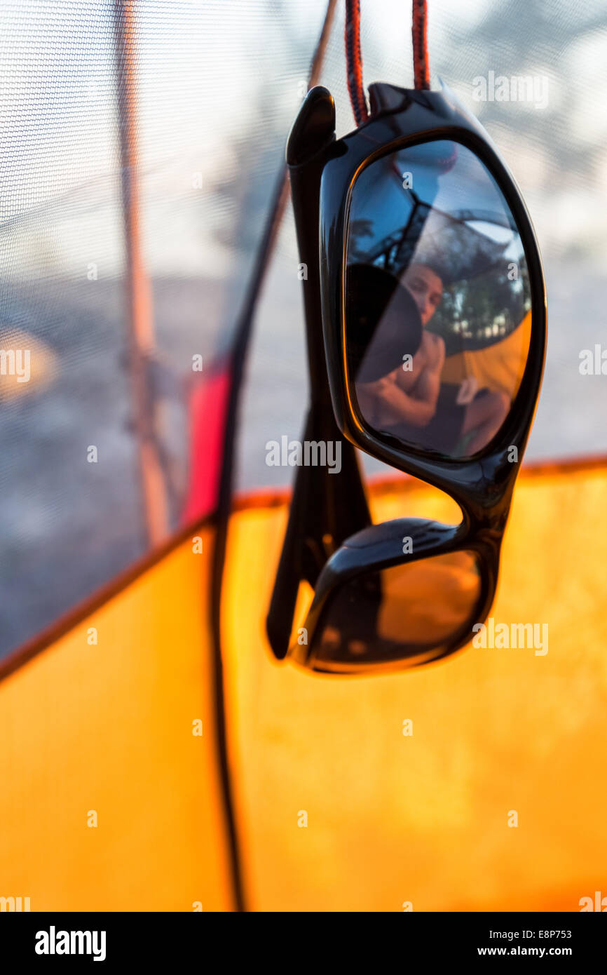 Ein Wohnmobil Reflexion in Sonnenbrille, Pohjoinen Käärmeluoto Insel, Helsinki, Finnland, Europa, EU Stockbild