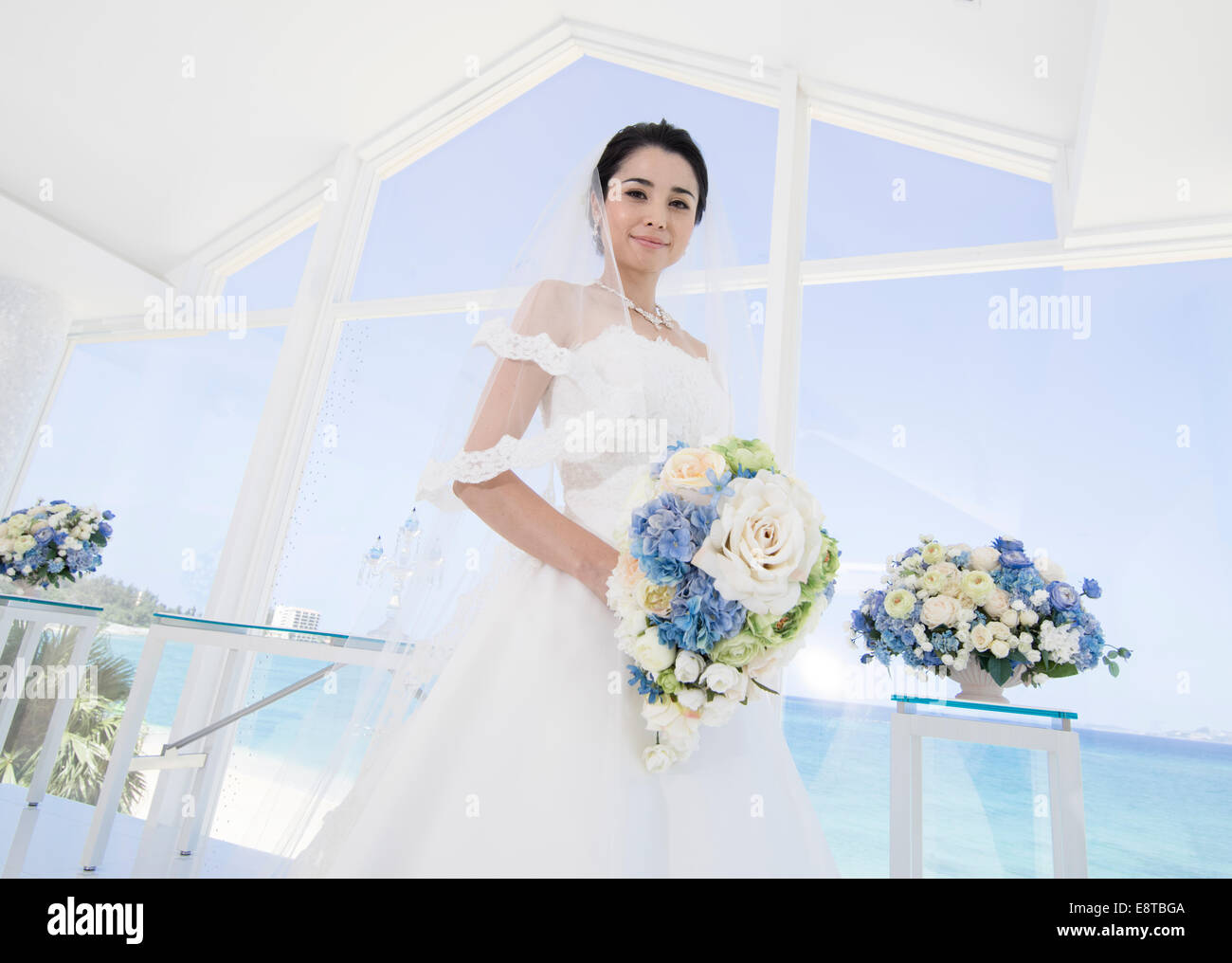 Asian American Bride White Wedding Stockfotos & Asian American Bride ...