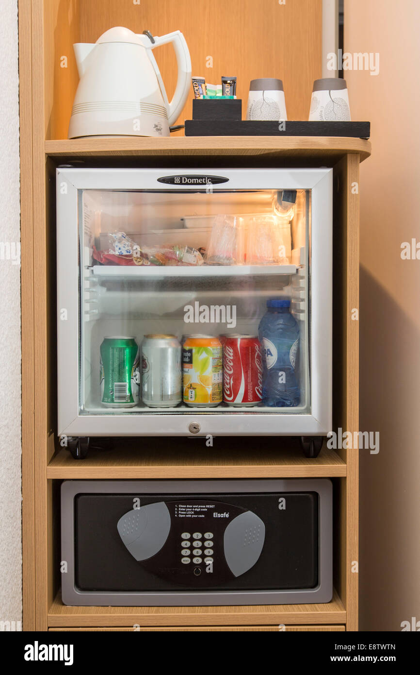Mini Bar Drinks Stockfotos & Mini Bar Drinks Bilder - Alamy