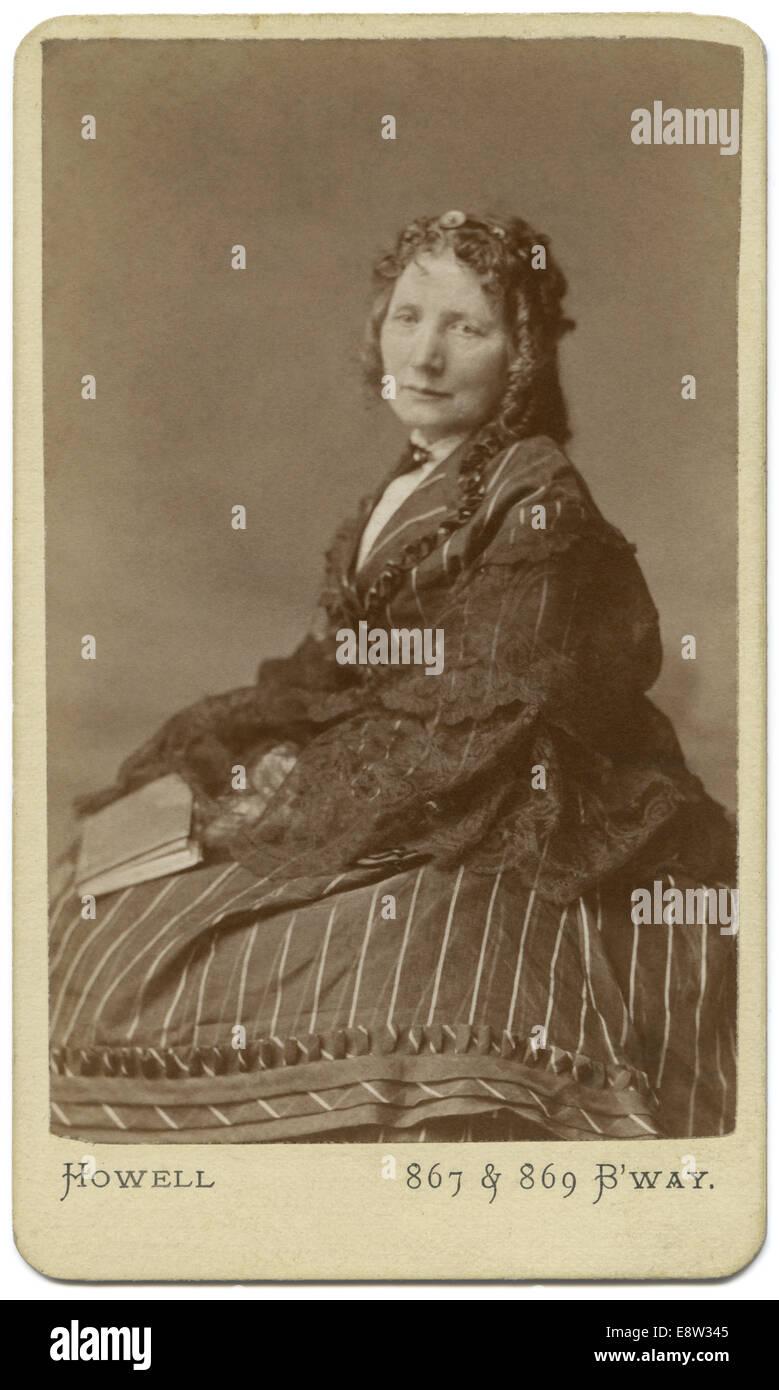 1800 S Carte De Visite CDV Von Harriet Beecher Stowe 1811 1896 Abolitionist Und Autor Onkel Toms Hutte