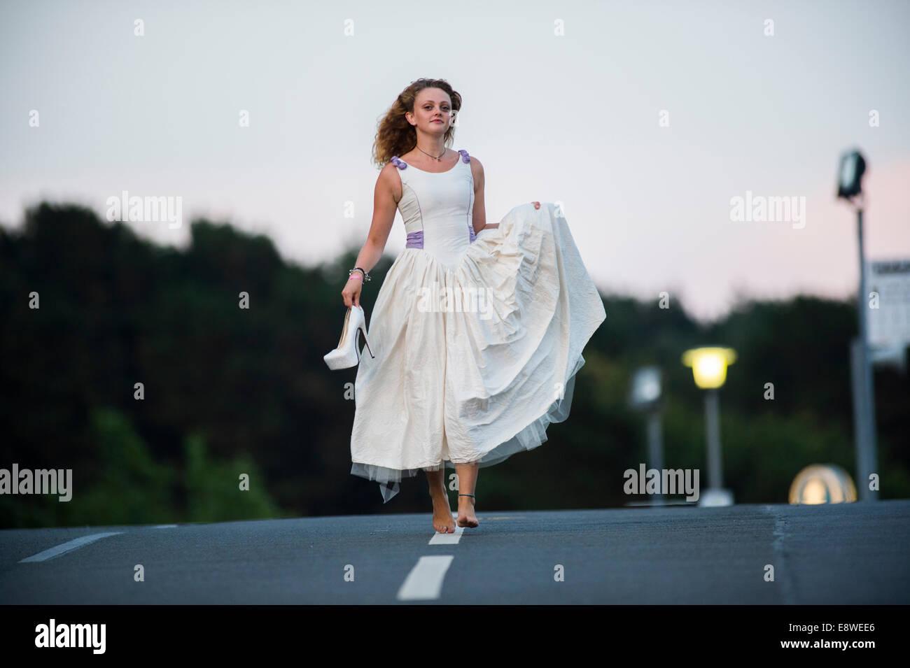 Die außer Kontrolle geratenen Braut - eine junge Frau-Mädchen in ...