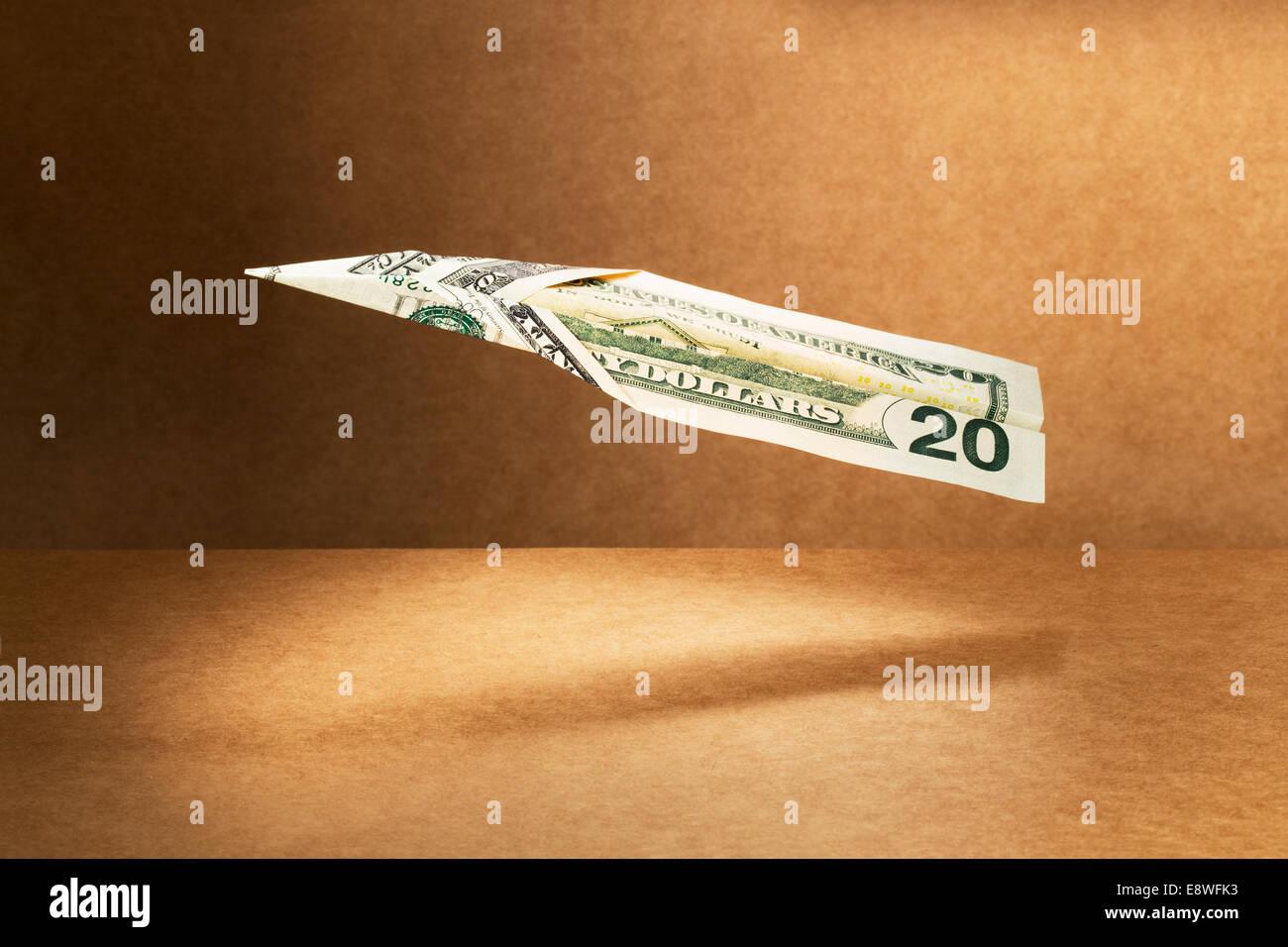20-Dollar-Schein in Papierflieger gefaltet Stockbild