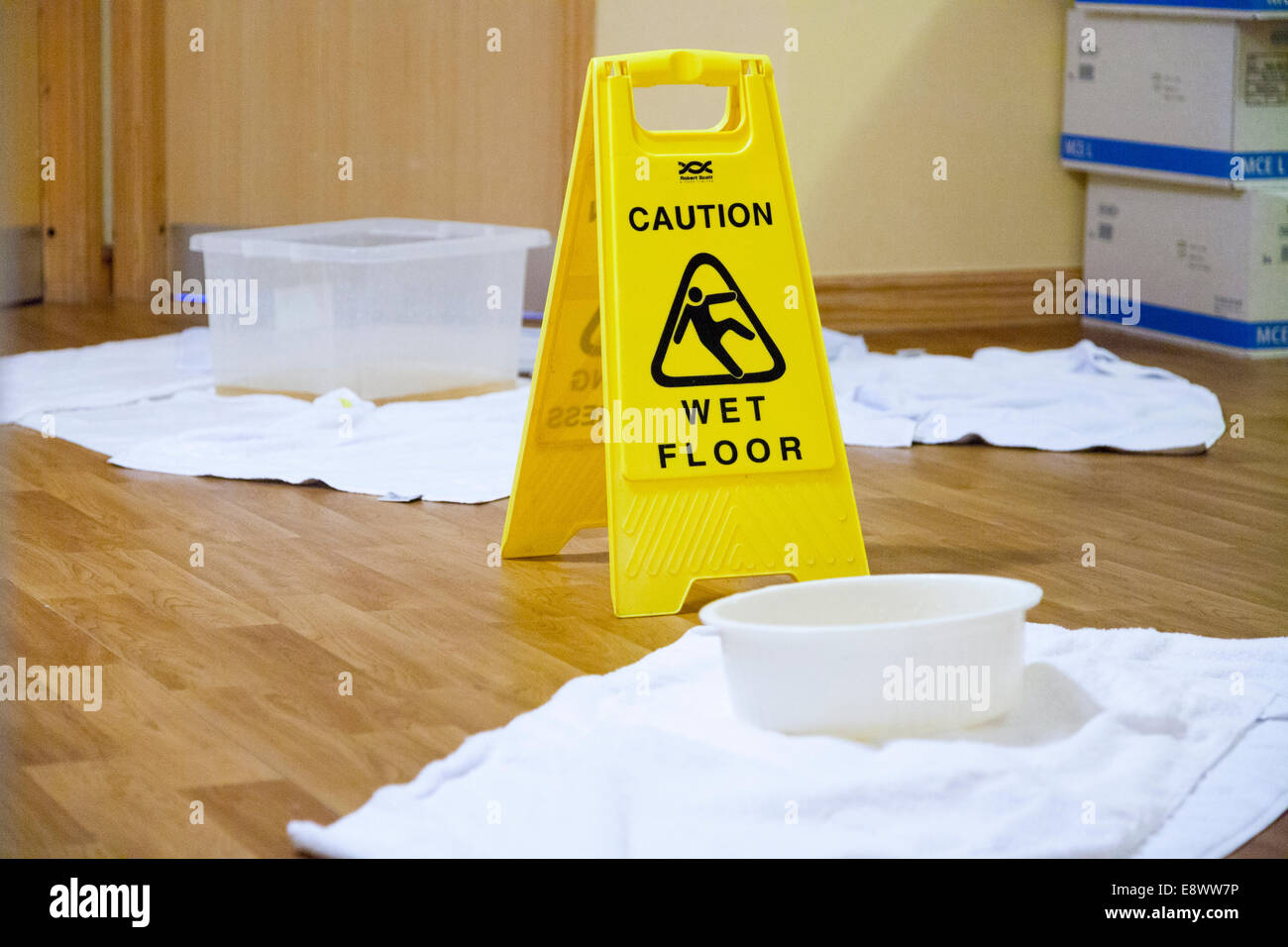 Fußboden Im Krankenhaus ~ Kollektion schalen & rutschiger boden rutschen gefahr boden