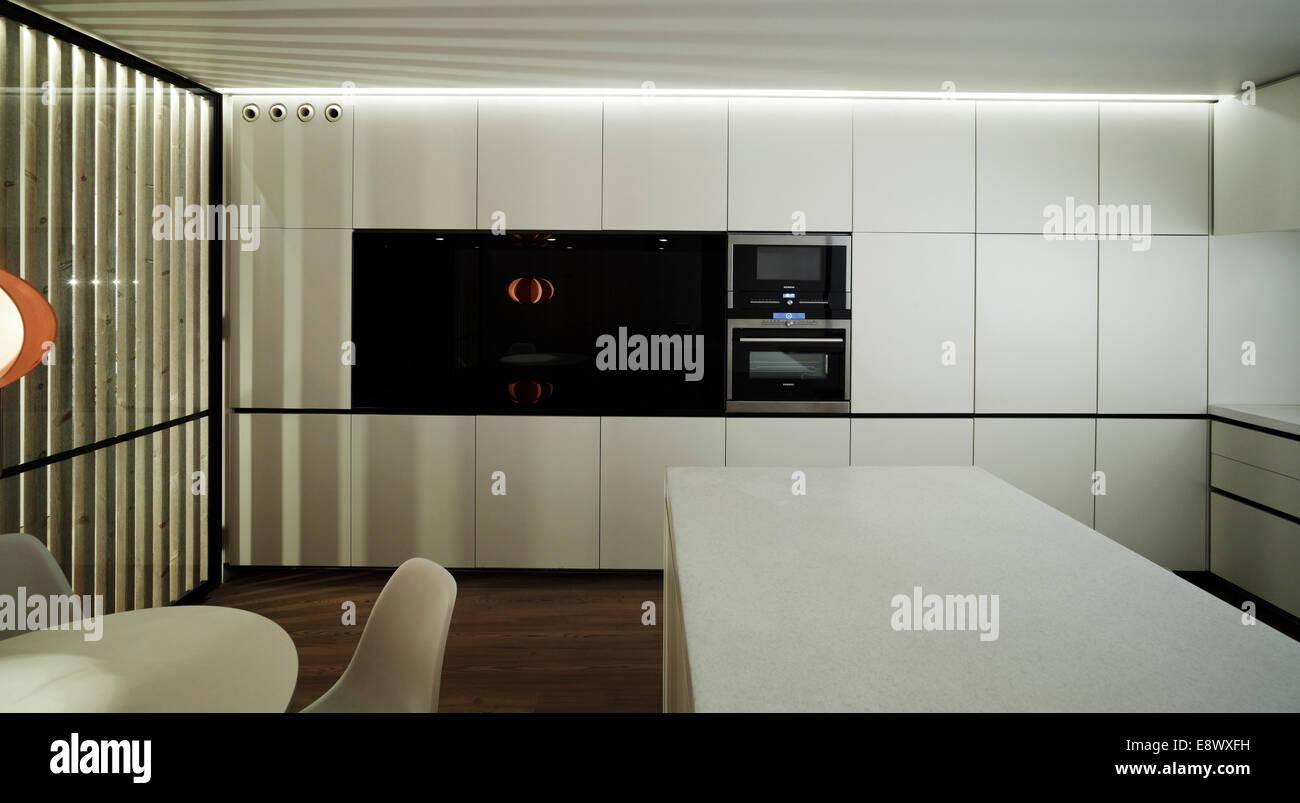 Minimalistische küche in marcos katalanisch penthouse wohnung in