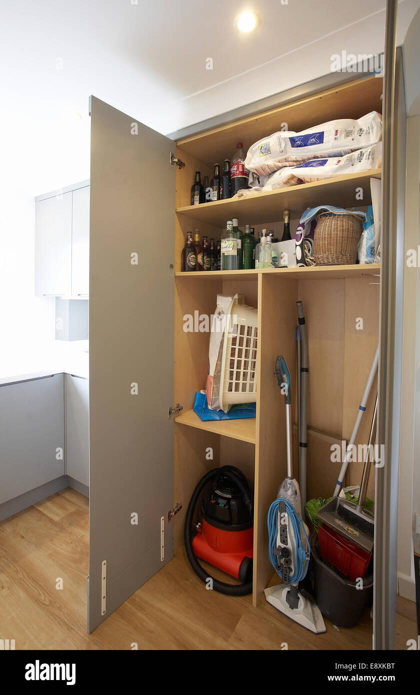 Waschküche Schrank ein schrank mit türen zu öffnen in einer waschküche in einem haus im