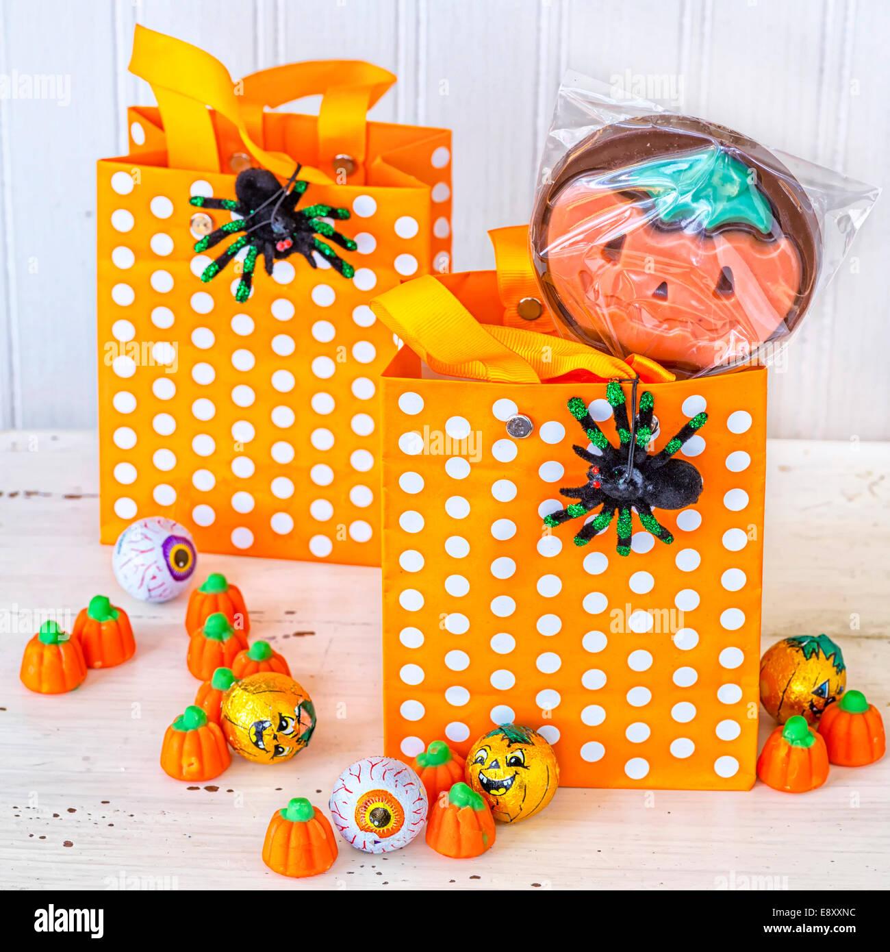 Halloween Candy Bag Stockfotos & Halloween Candy Bag Bilder - Alamy