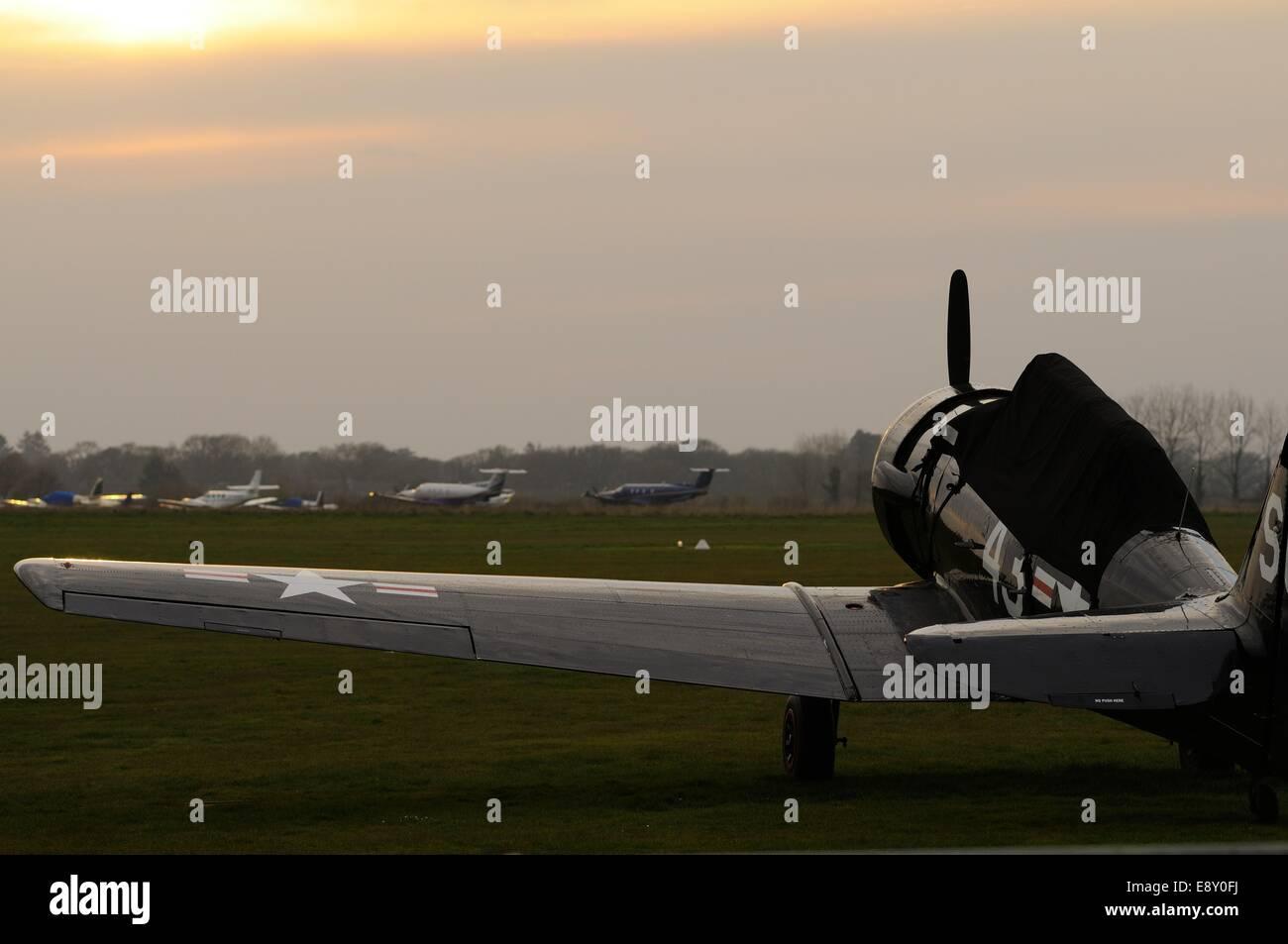 Einer zweiten Weltkrieg Ära Harvard Trainer in Ruhe am Goodwood-Flugplatz Stockbild