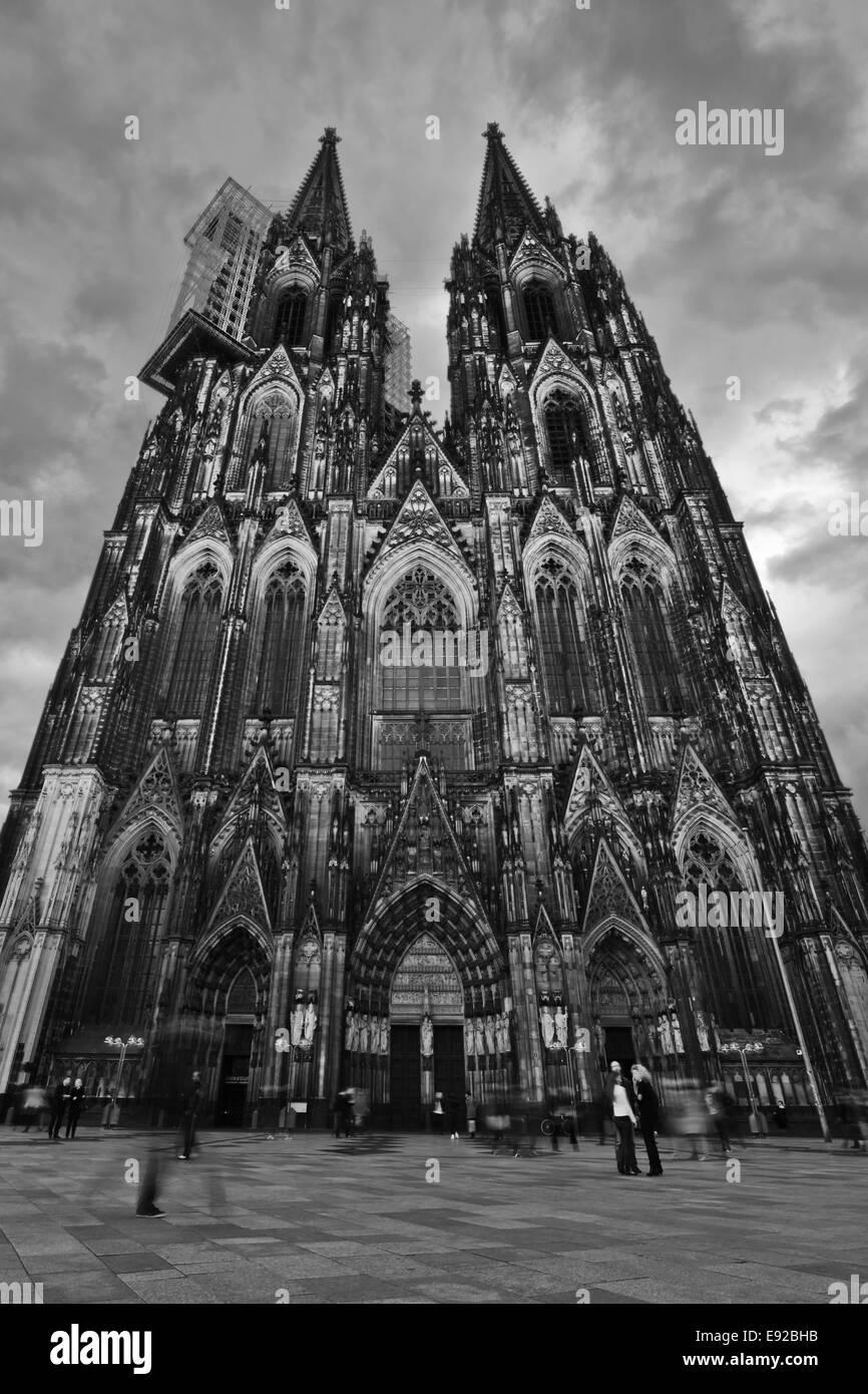 Kölner Dom in schwarz / weiß Stockfoto