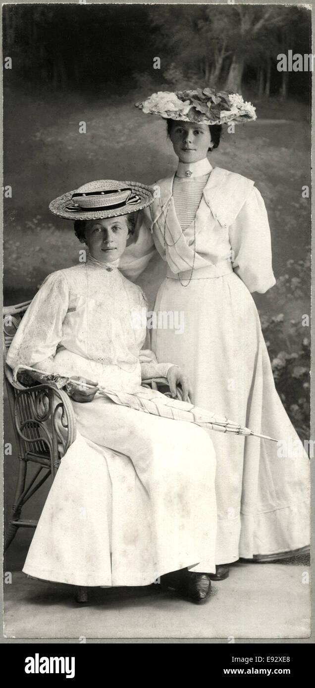 Frauen In Historischer Kleidung Stockfotos Und Bilder Kaufen Alamy
