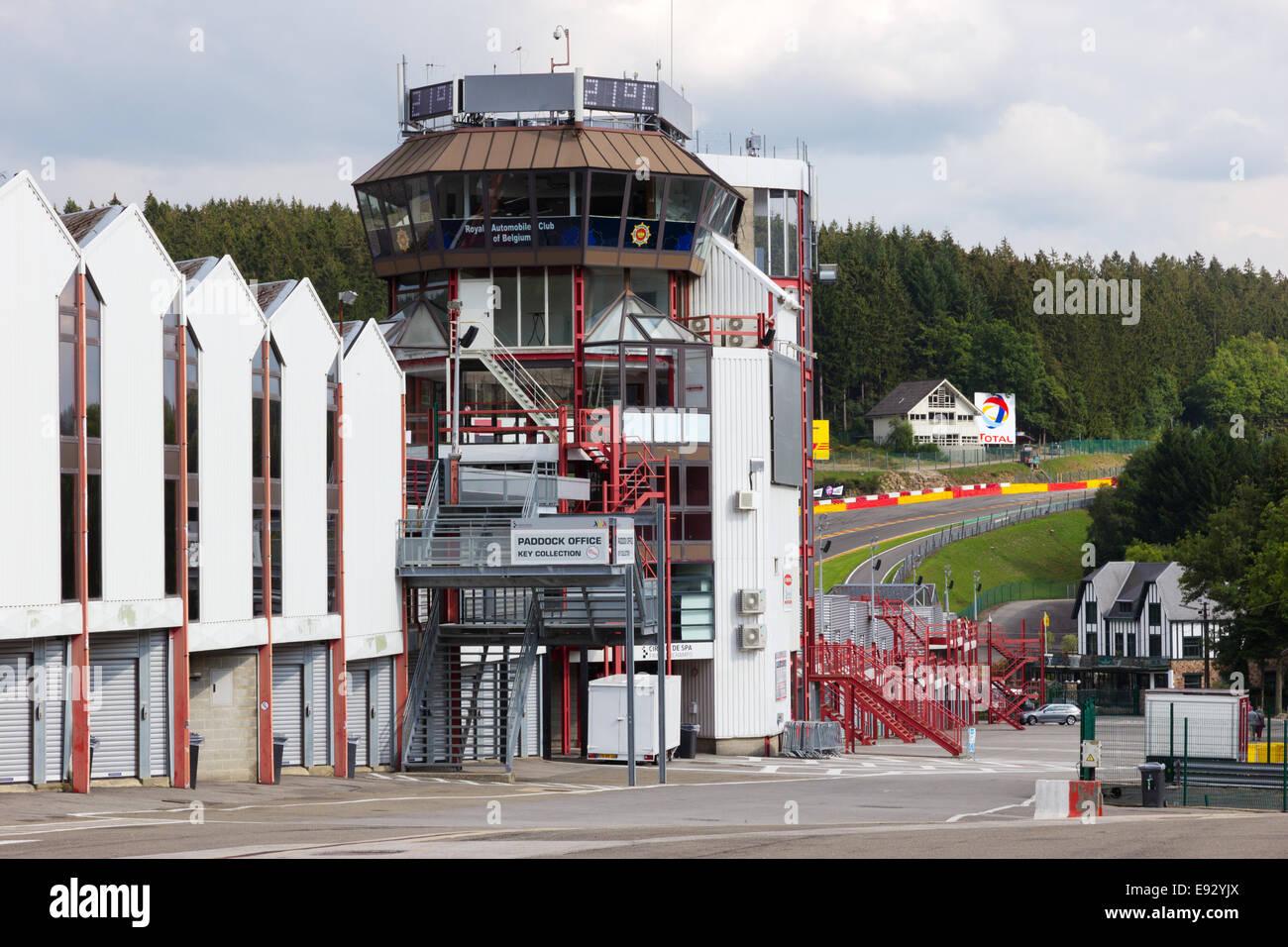 Kontrollturm für die Rennstrecke von Spa-Francorchamps in Spa, Belgien. Stockbild