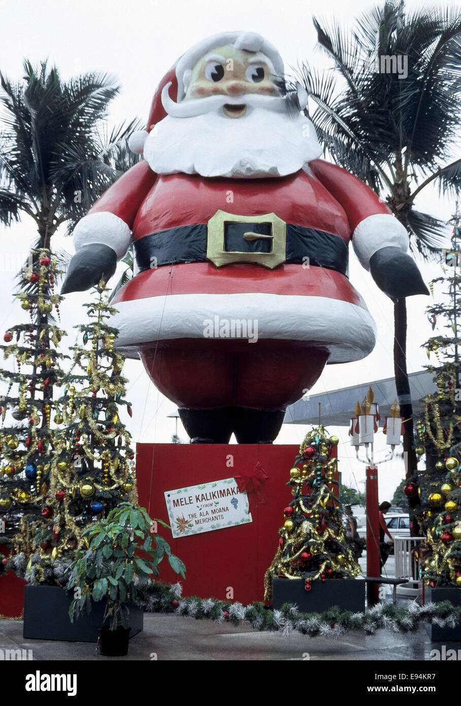 Frohe Weihnachten Hawaii.Eine Hoch Aufragenden Weihnachtsmann Display Wünscht Shopper