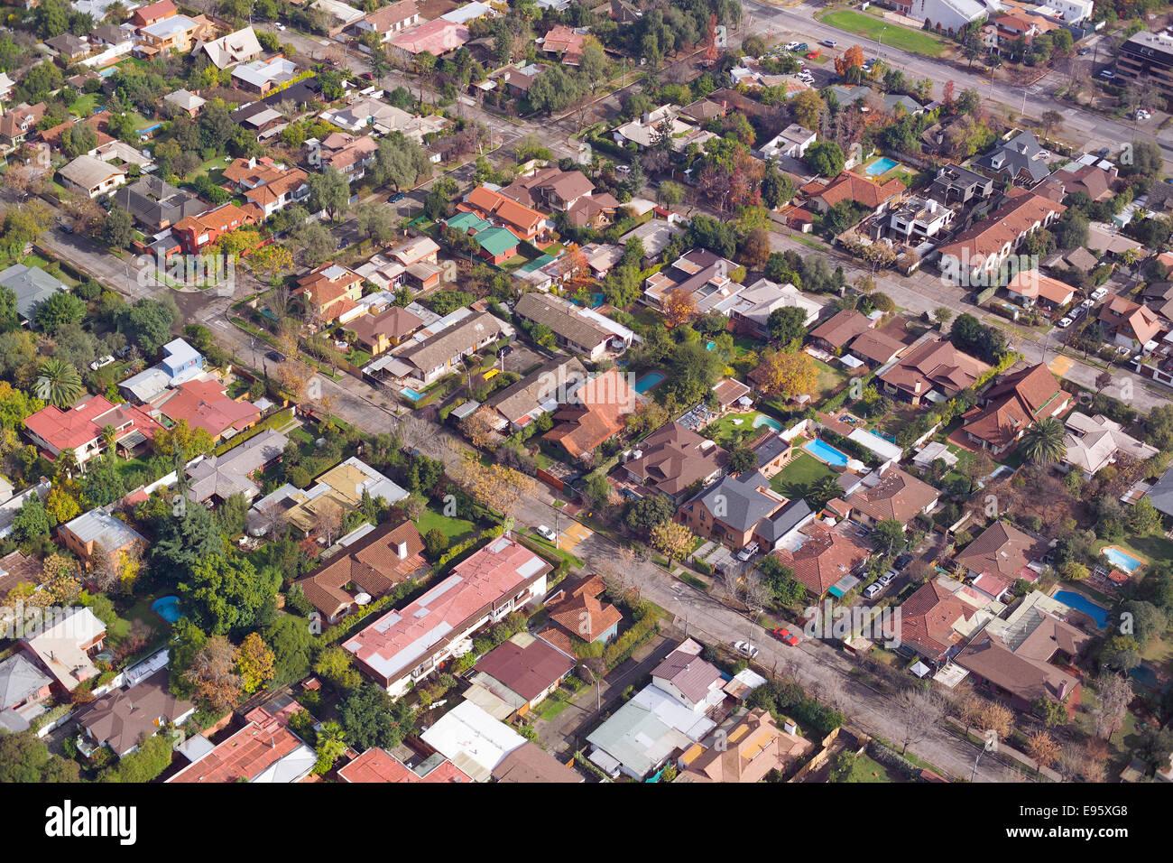 Luftaufnahme von einem wohlhabenden Viertel in Santiago de Chile Stockbild