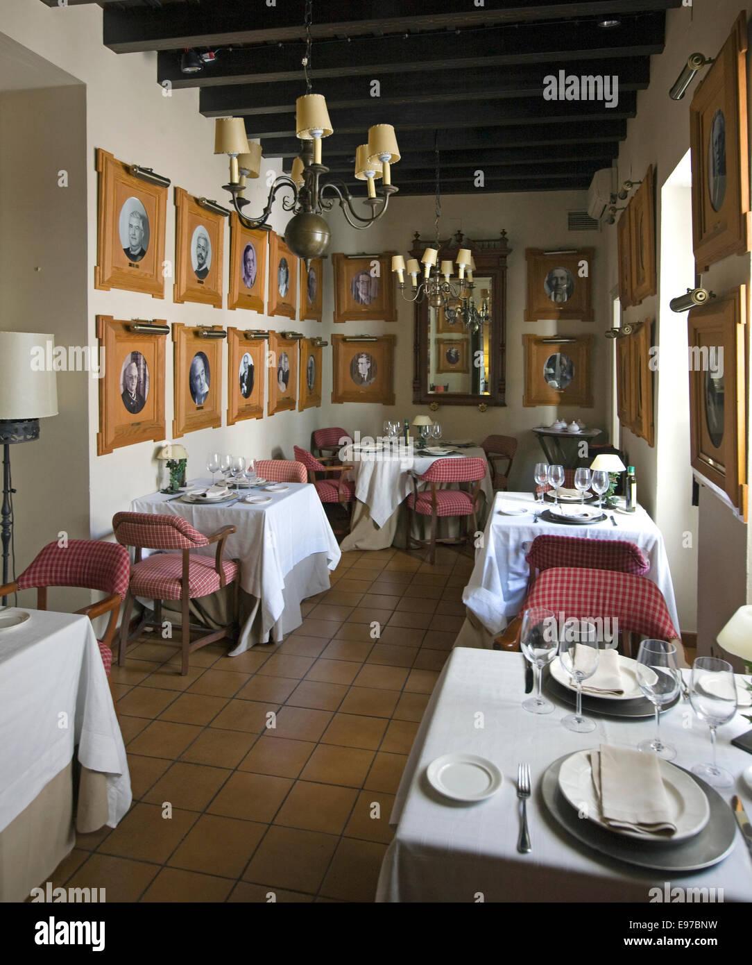 Das berühmte Restaurant Bodegas Campos in der Altstadt von Cordoba Stockbild