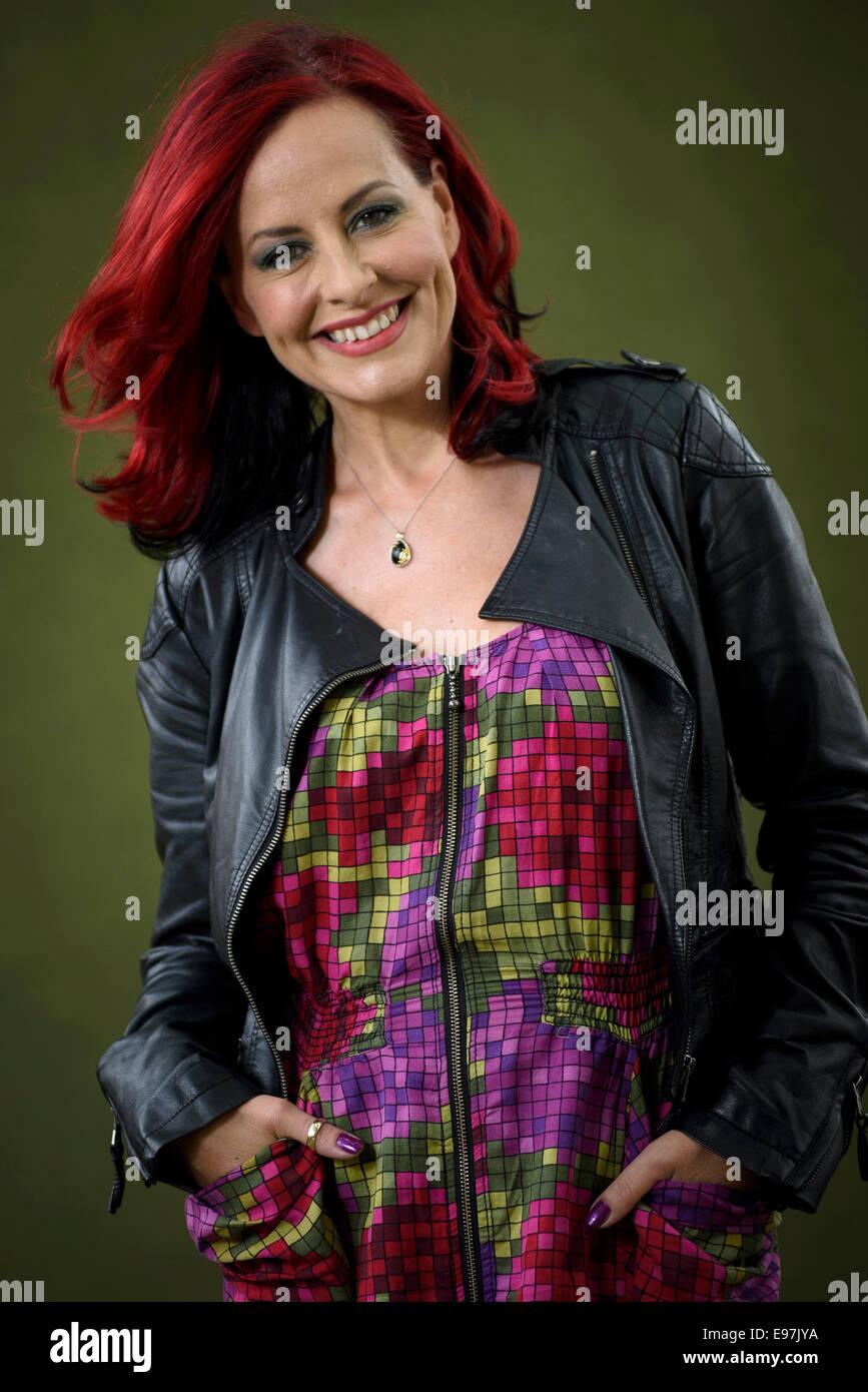 Vocal Coach, Richter und TV-Moderatorin Carrie Grant erscheint das Edinburgh International Book Festival. Stockfoto