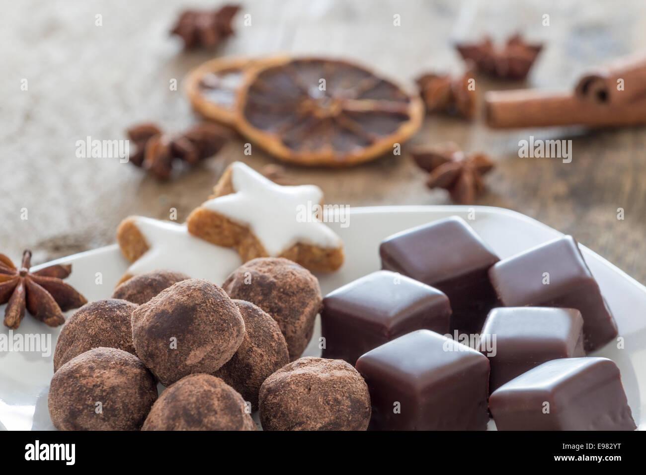 Traditionelles Weihnachtsgebäck.Traditionelles Weihnachtsgebäck Mit Schokolade Bedeckt Jelly