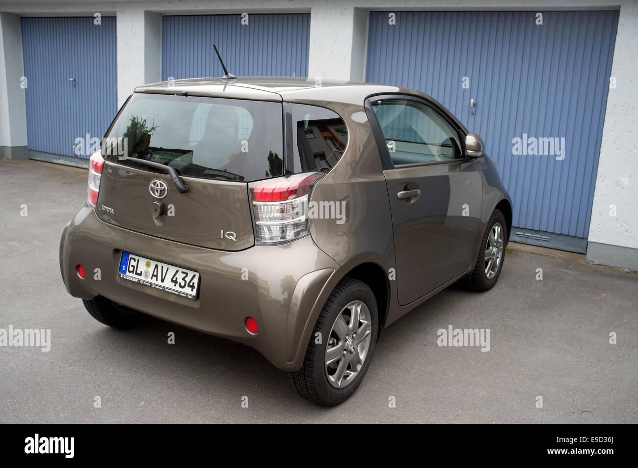 2-Sitzer Toyota IQ Auto Stockfoto, Bild: 74661290 - Alamy