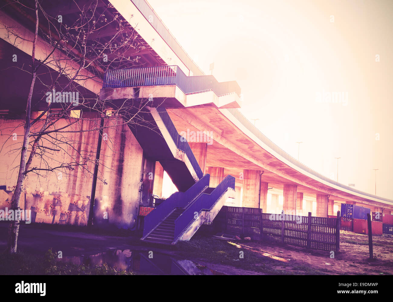 Vintage gefilterte Bild der Autobahn Treppen und Infrastruktur. Stockbild