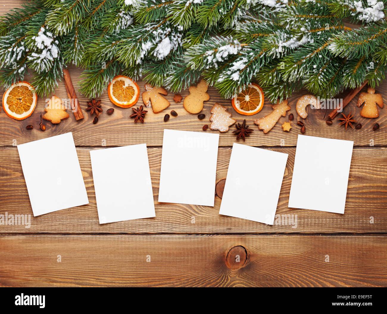 Weihnachten aus Holz Hintergrund mit Bilderrahmen, Schnee Tanne ...