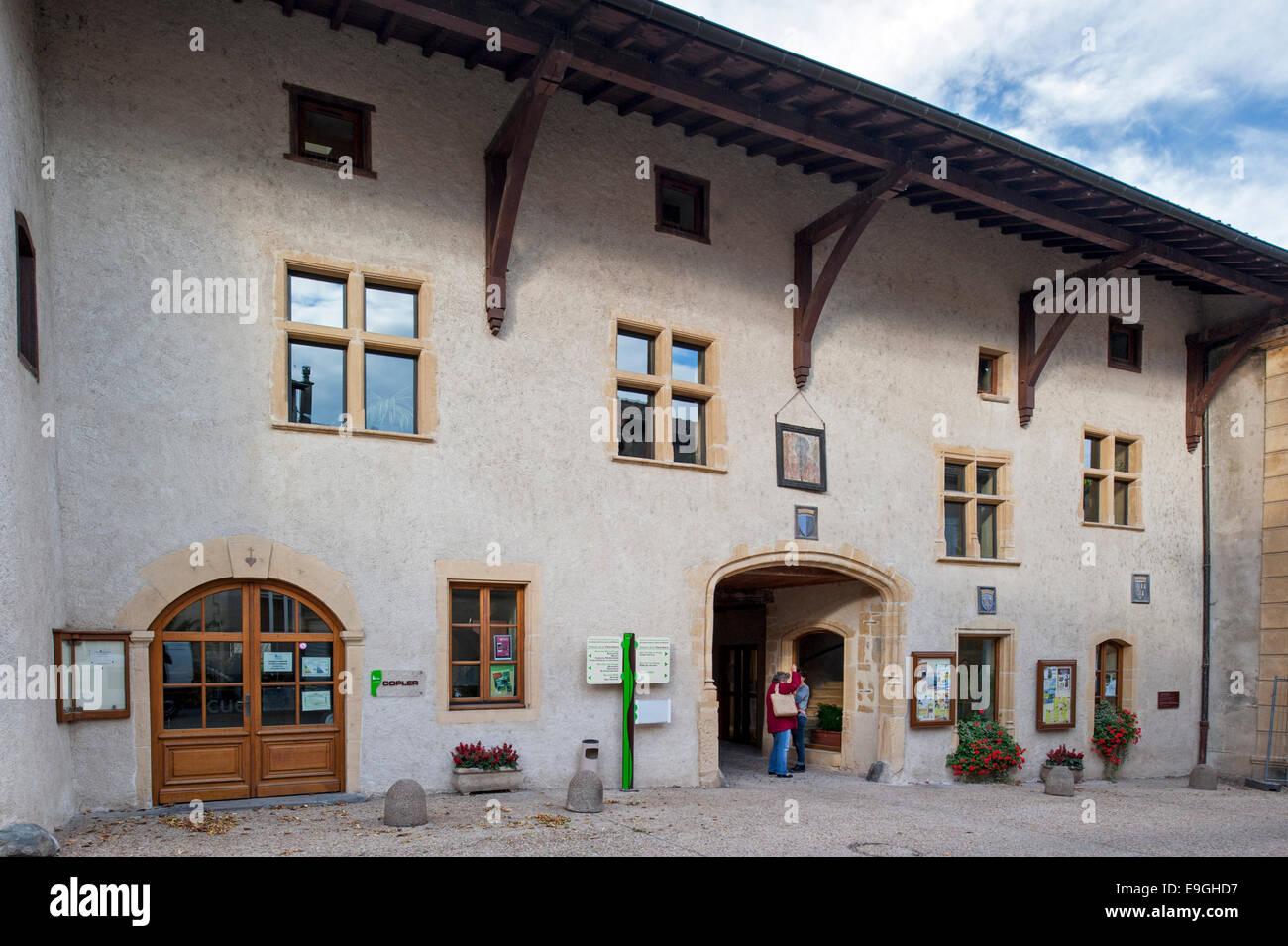 Das mittelalterliche Gasthaus Auberge De La Tête Noire in Saint-Symphorien-de-Lay, Rhône-Alpes, Frankreich, Europa Stockfoto