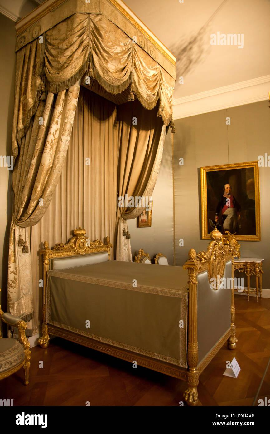 Schlafzimmer und Bett in der Münchner Residenz, München, Upper ...