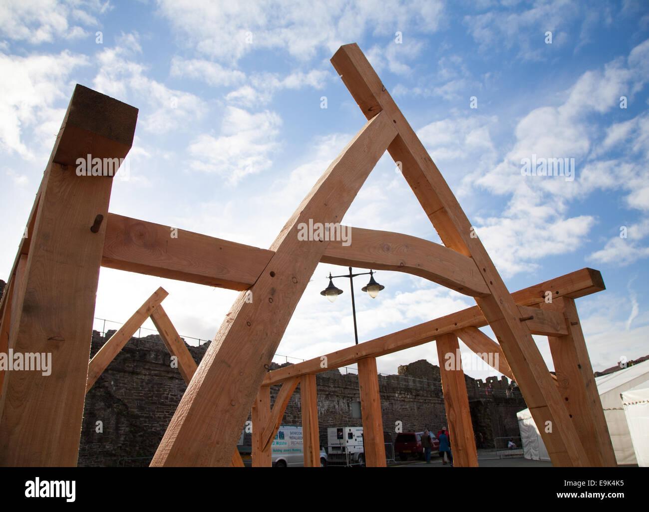 traditionelle Eiche Aufbau Cruck Rahmen mit Peg eingeschalten und ...