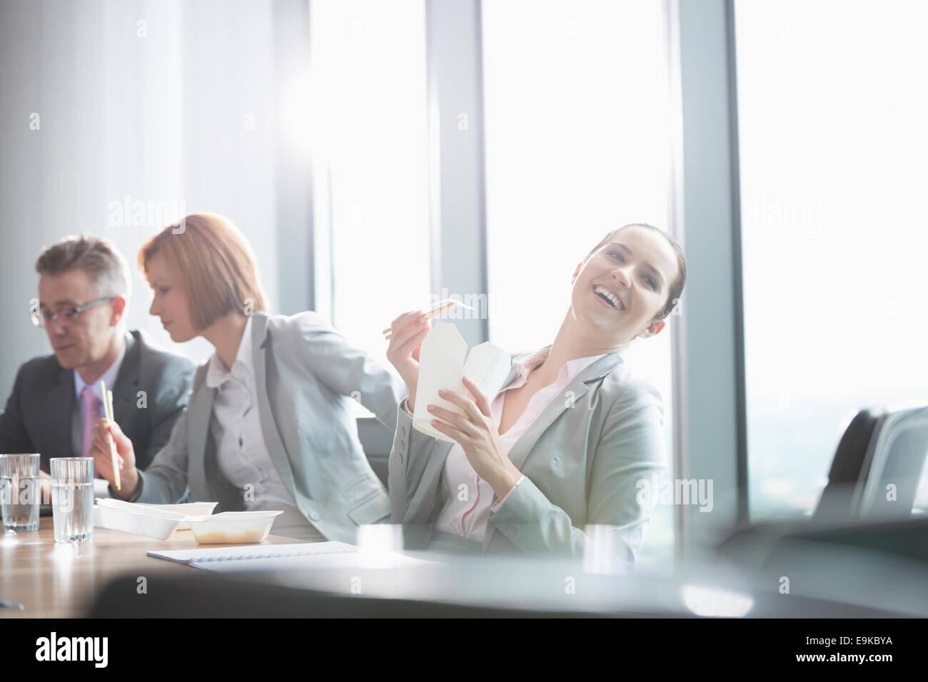 Geschäftsleute auf Mittagspause Stockbild