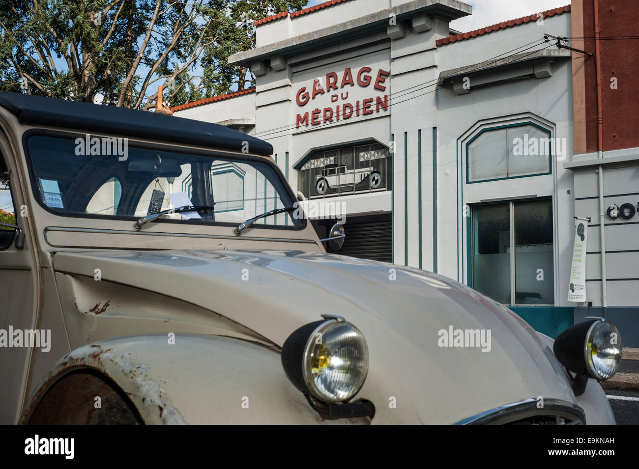 Garage town stockfotos garage town bilder seite 3 alamy - Garage citroen nimes route de montpellier ...