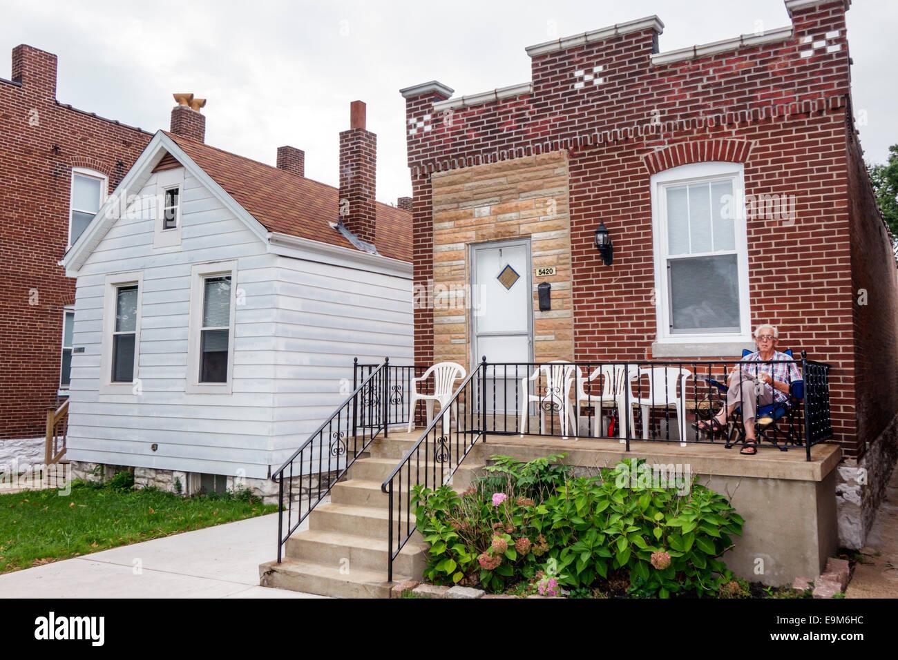 St. Louis Missouri Saint Hügels italienischen ethnische Nachbarschaft Immobilien Häuser Veranda senior Stockbild