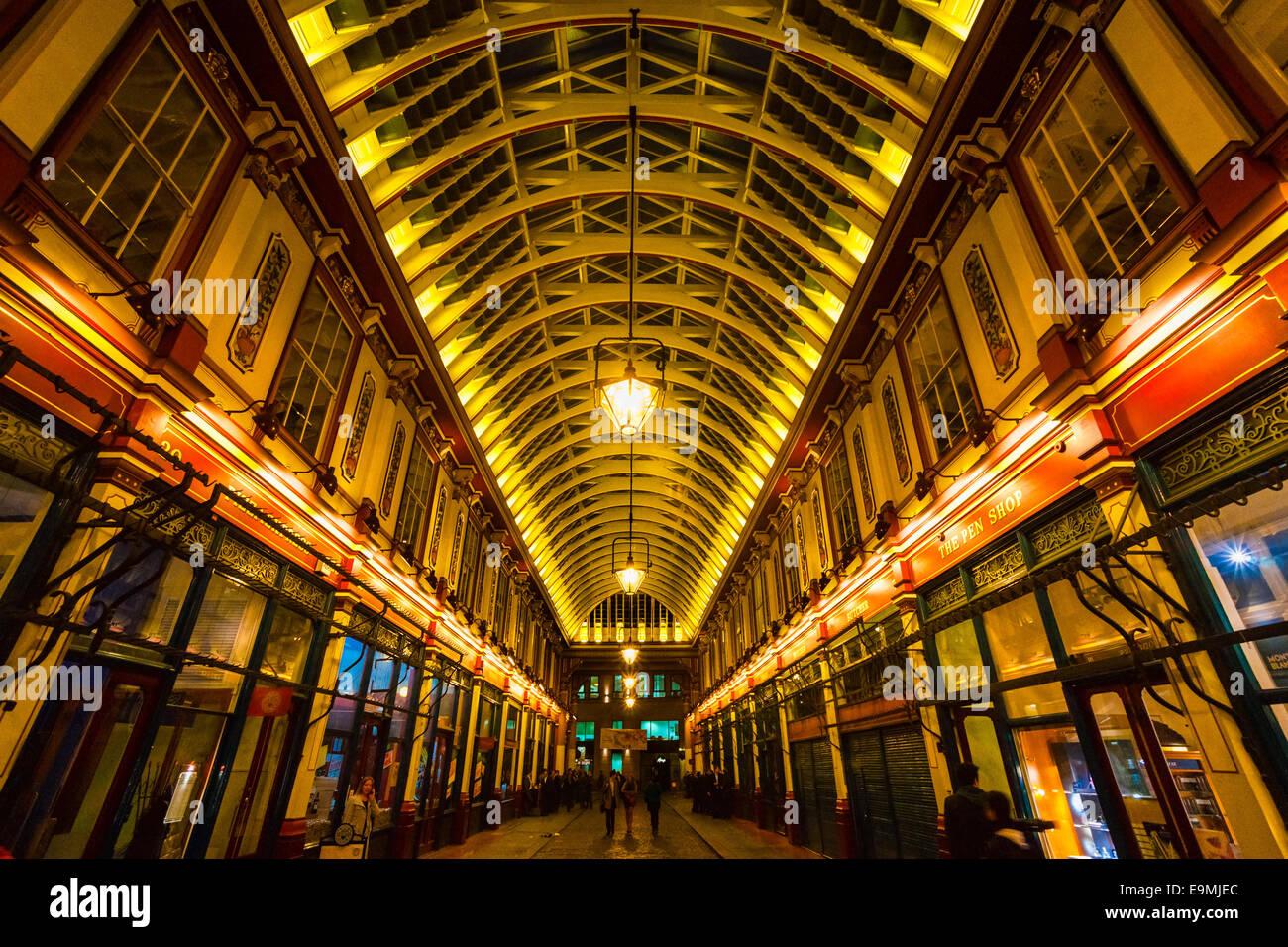 LONDON - 19 März: Leadenhall Market ist eine Markthalle in London, es ist eines der ältesten Marketsof Stockbild