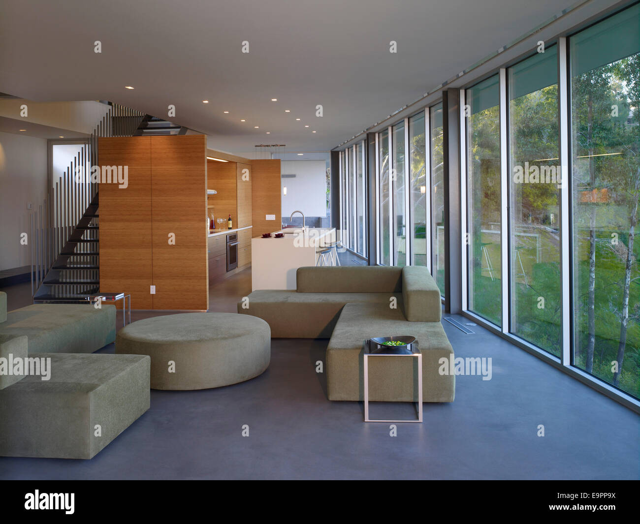 Offenen Wohnraum mit modulare Küche in Briarcrest House, Beverly ...