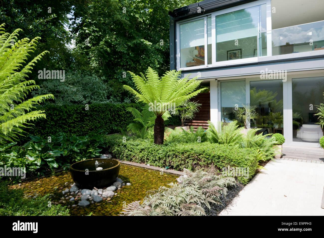 Wasserspiel Im Garten Terrasse Des Glashauses River Lane Petersham