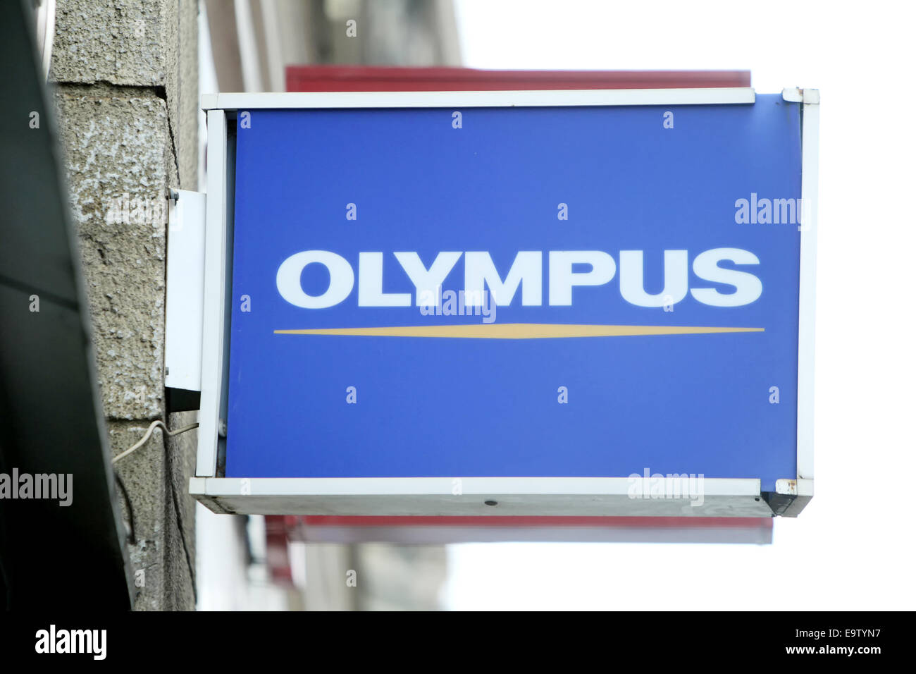 ZAGREB, Kroatien - 24 Februar: Nahaufnahme von Olympus Logo Zeichen am 24. Februar 2014 auf der Straße von Zagreb, Stockfoto