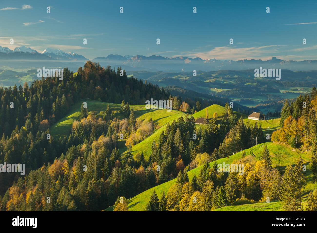 Herbstmorgen im Emmental, Kanton Bern, Schweiz. Stockbild
