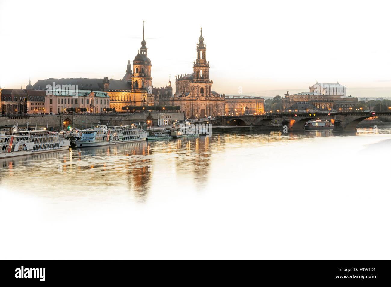 Blick auf die Altstadt über den Fluss Elbe, Dresden, Sachsen, Deutschland Stockbild