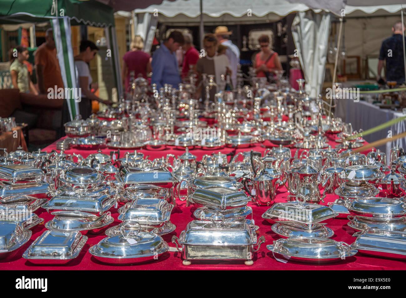 Besteck in der Antiquitätenmarkt, L'Isle-Sur-la-Sorgue, Provence, Frankreich Stockbild