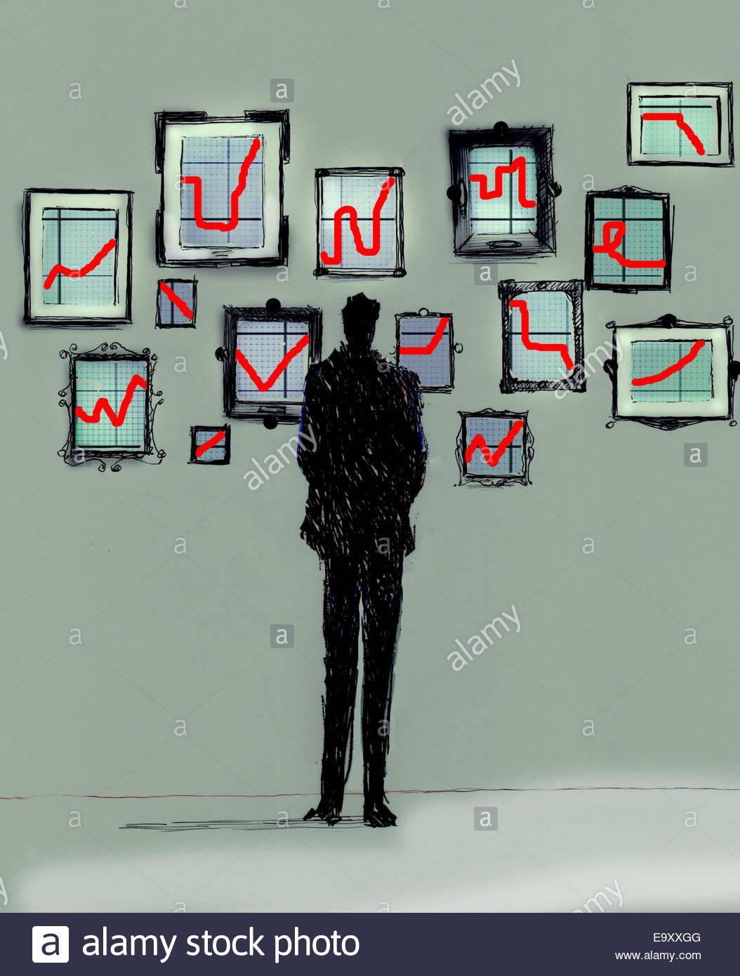 Geschäftsmann betrachten Galerie von verschiedenen Line Graph-Diagramme auf Wand Stockbild
