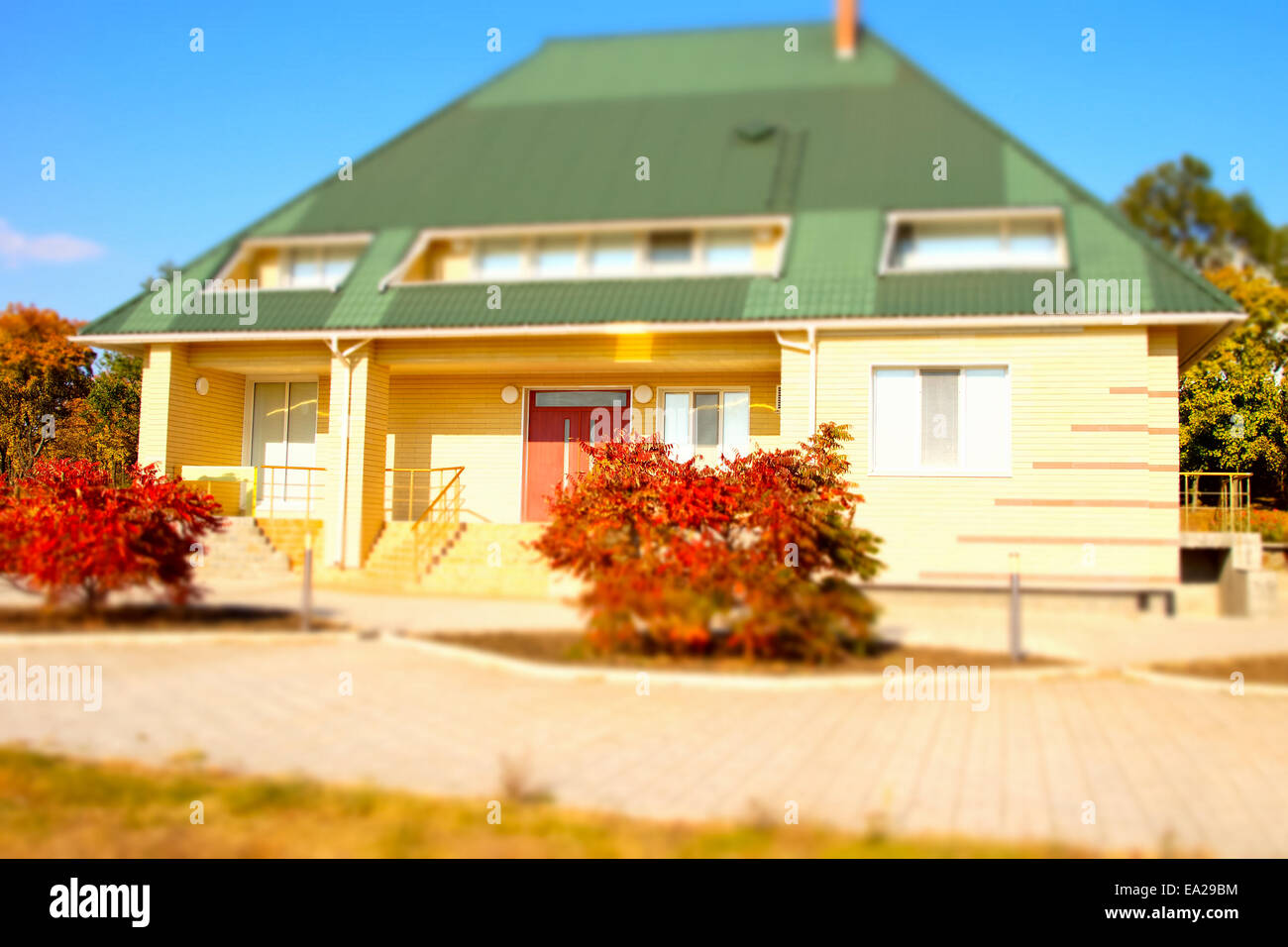 Dormer Windows Bungalow Stockfotos & Dormer Windows Bungalow Bilder ...